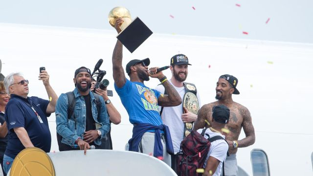 LeBron arrives in Cleveland to 'MVP chants'