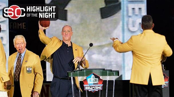 Jim Kelly Honored By Andre Reed