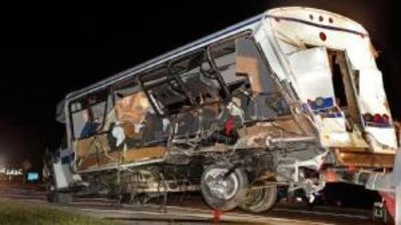 https://secure.espncdn.com/combiner/i?img=/media/motion/2014/0927/dm_140927_soft_bus_crash1033/dm_140927_soft_bus_crash1033.jpg