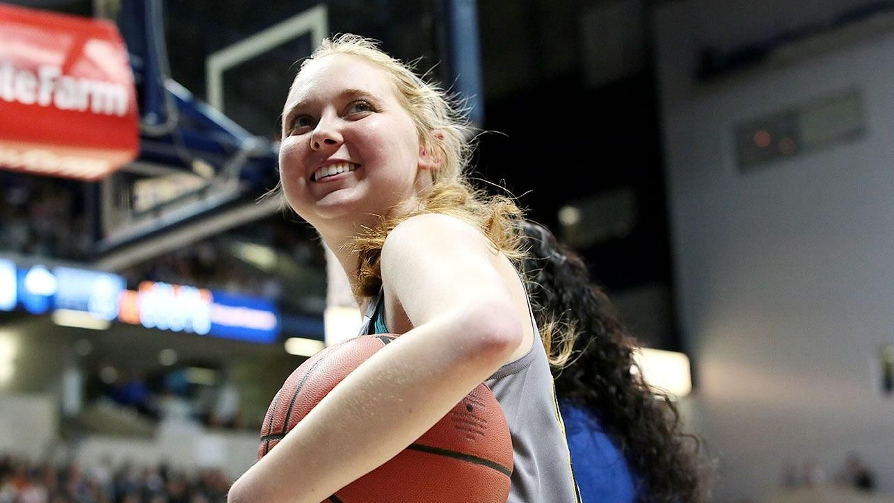 https://secure.espncdn.com/combiner/i?img=/media/motion/2015/0410/dm_150410_misc_lauren_hill_dies_19/dm_150410_misc_lauren_hill_dies_19.jpg