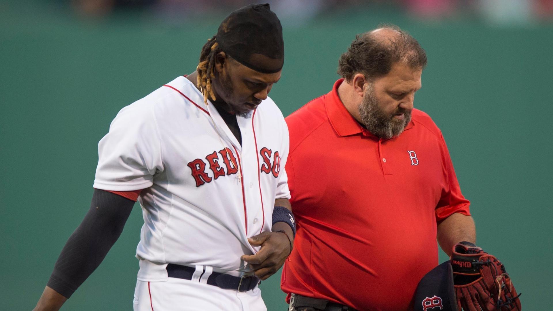 Hanley Ramirez sprains shoulder in 1st inning