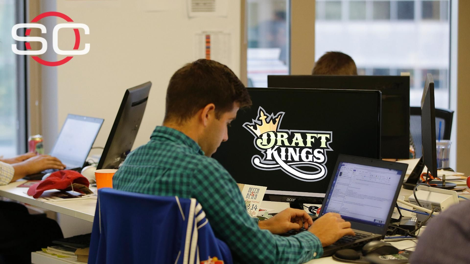 Report: Feds take look into DraftKings, FanDuel