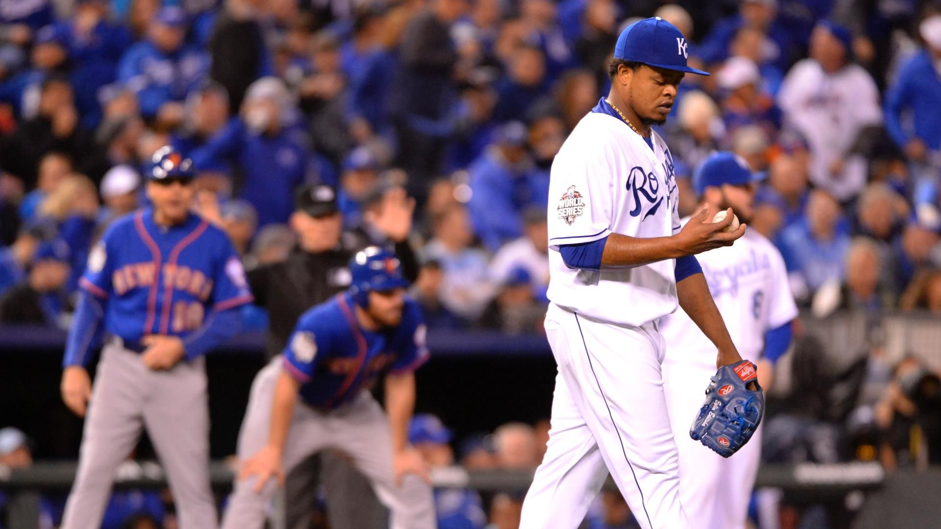 Joe Buck defends Fox's decision to not report Volquez's father's death