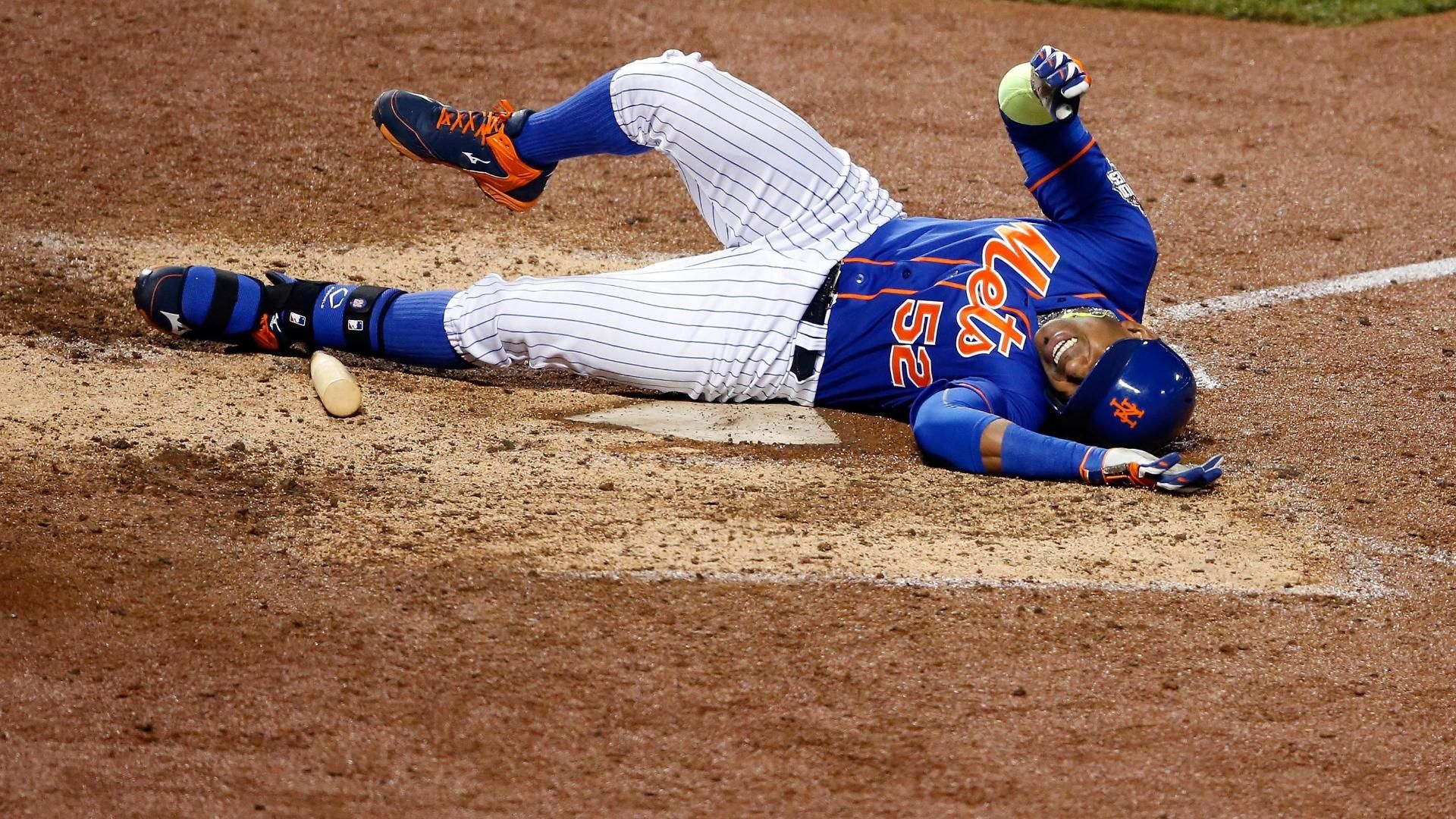 Cespedes fouls ball off knee in the 5th