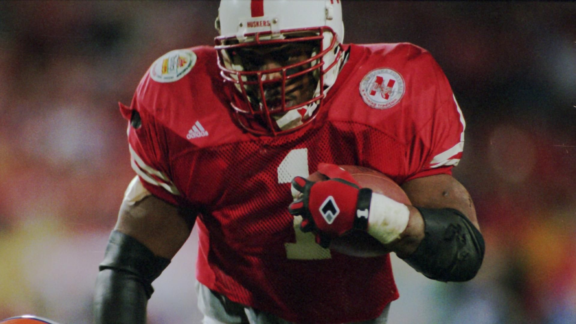 Ex-Nebraska star found dead in prison cell