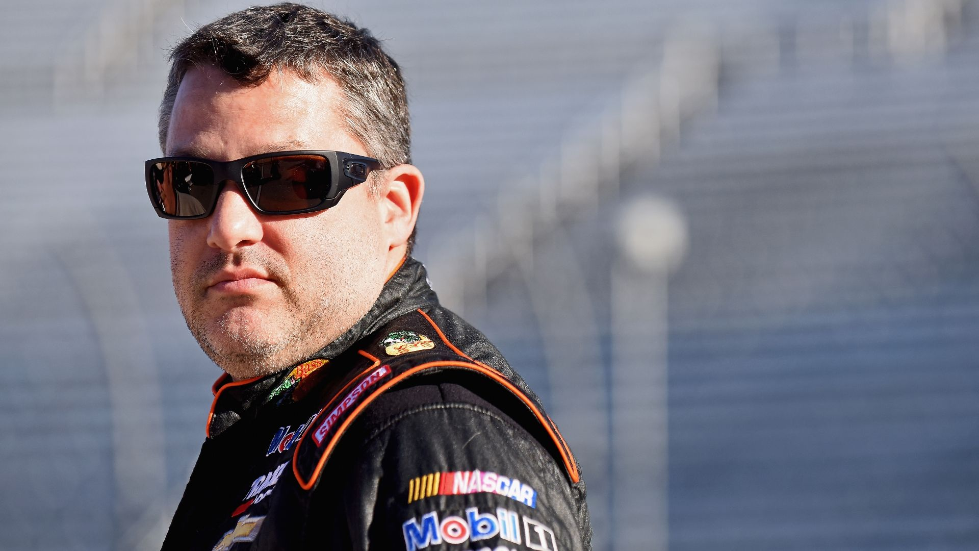 https://secure.espncdn.com/combiner/i?img=/media/motion/2016/0408/dm_160408_nascar_stewart_back_injury_news/dm_160408_nascar_stewart_back_injury_news.jpg