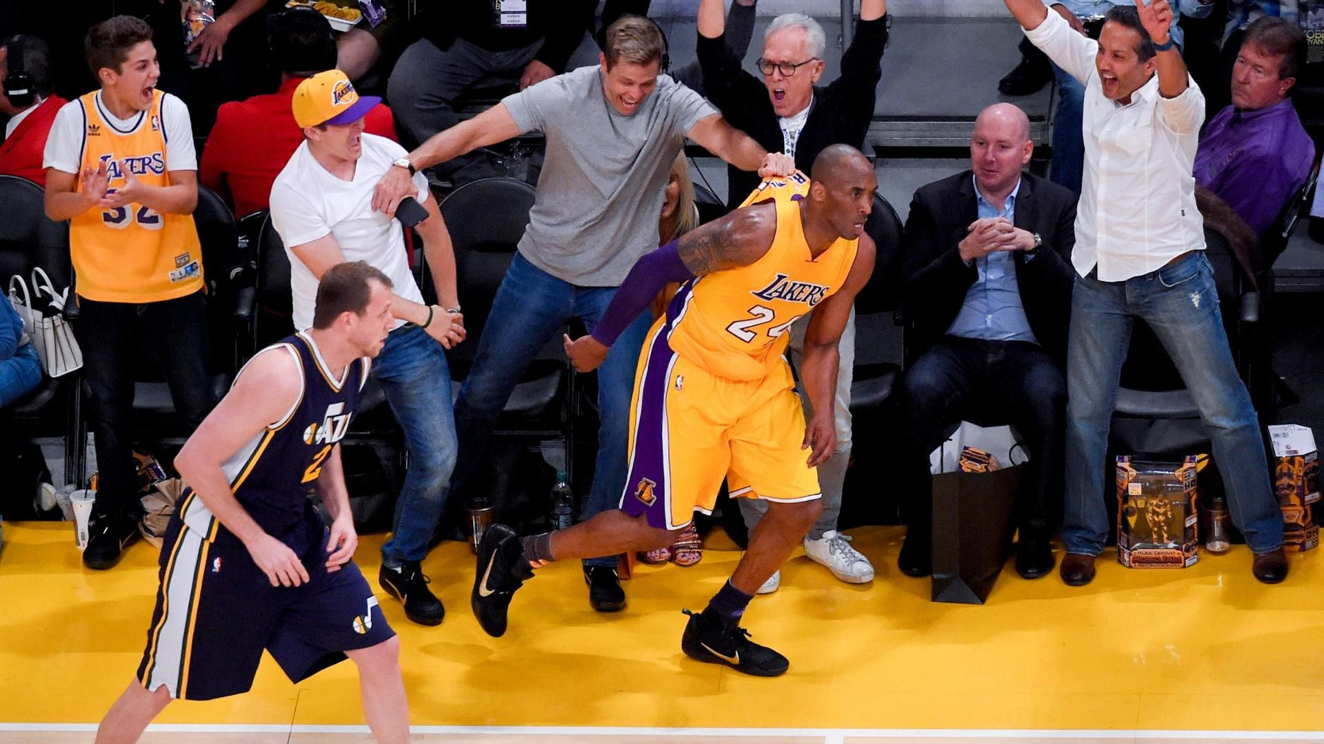 Kobe draining 3 much to the crowd's delight
