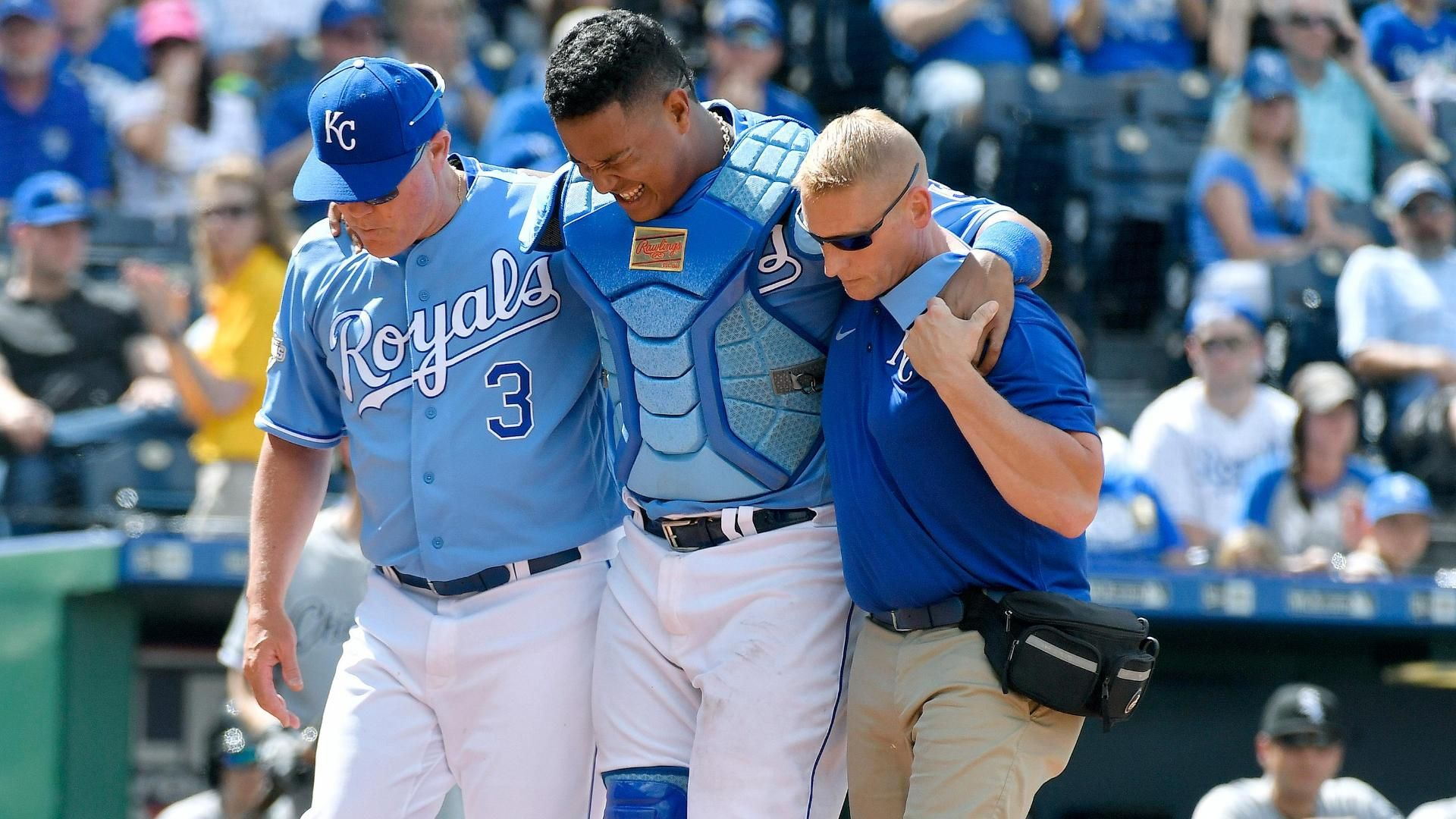 https://secure.espncdn.com/combiner/i?img=/media/motion/2016/0528/dm_160528_mlb_salvador_perez_injury1363/dm_160528_mlb_salvador_perez_injury1363.jpg