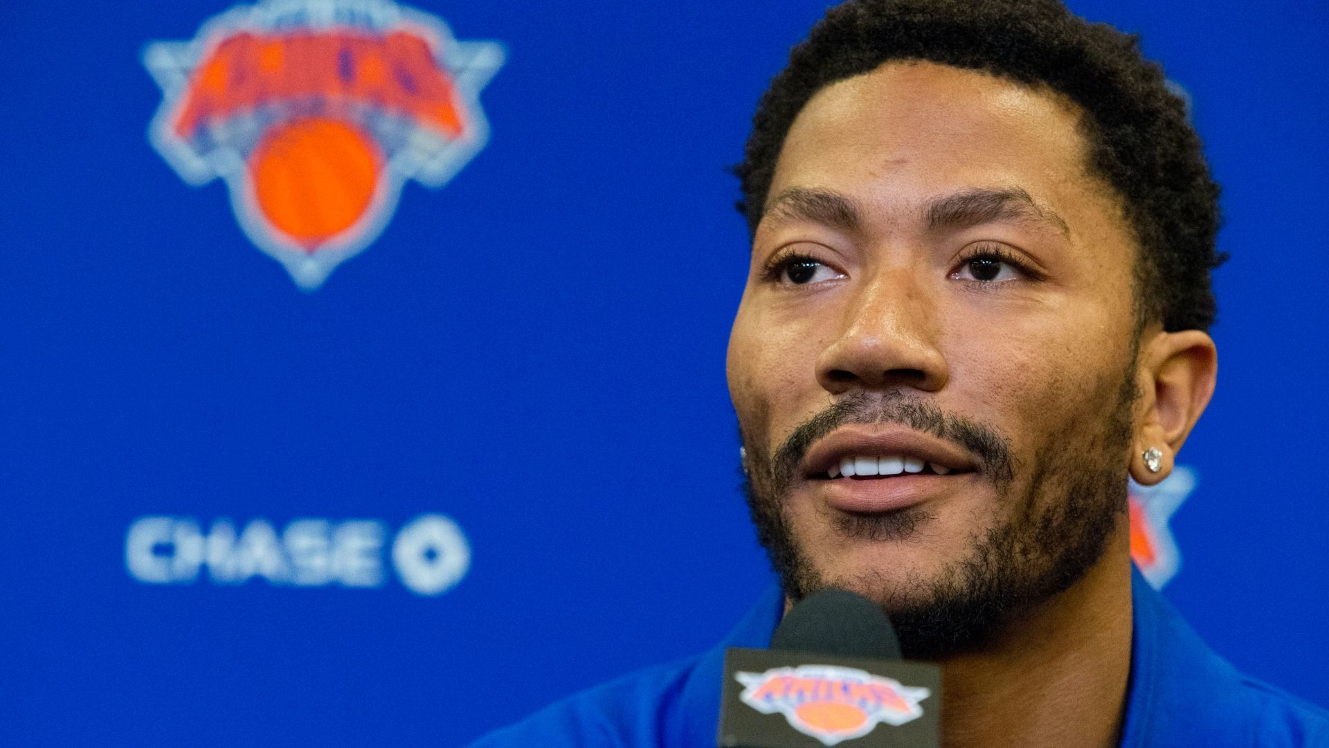 https://secure.espncdn.com/combiner/i?img=/media/motion/2016/0624/dm_160624_nba_knicks_drose_presser/dm_160624_nba_knicks_drose_presser.jpg