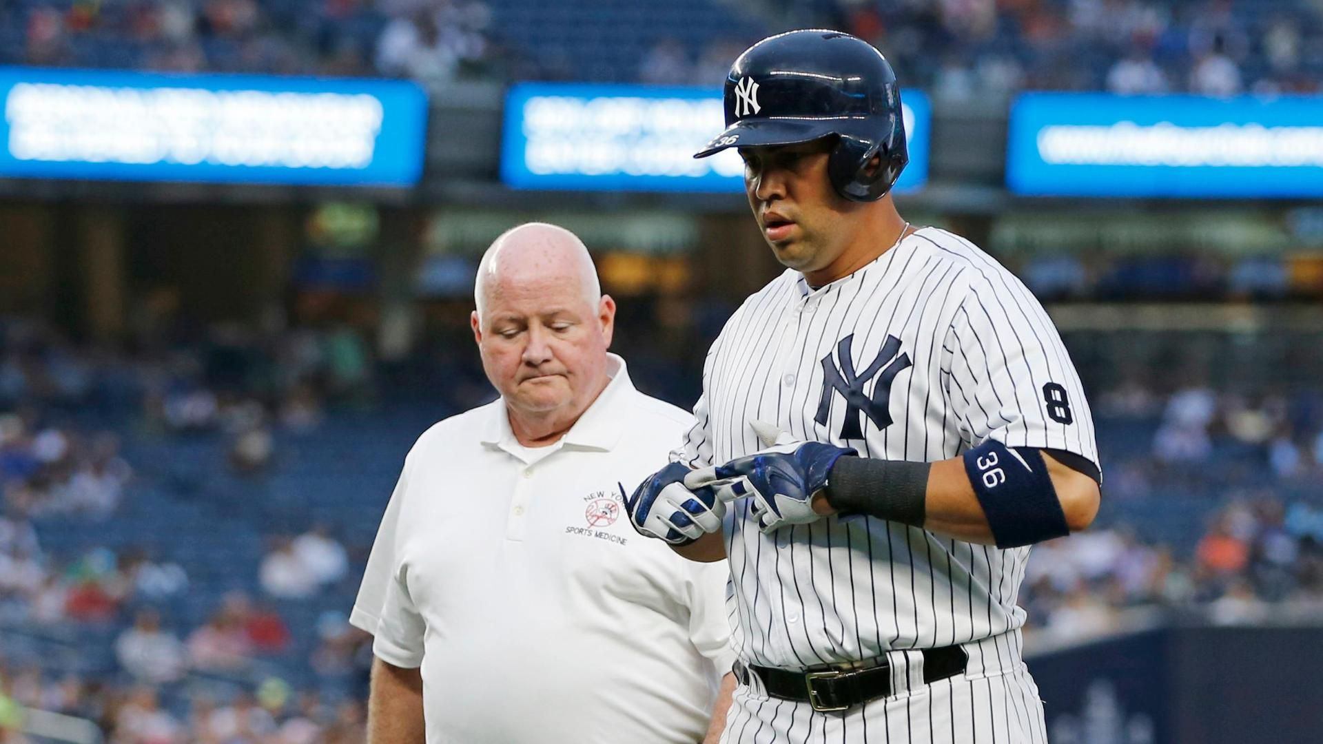 Beltran exits early with apparent leg injury