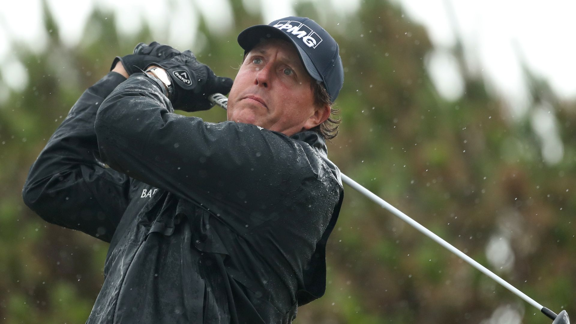 Mickelson limits mistakes to hold lead despite rainy conditions