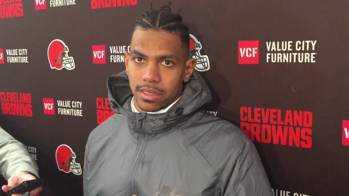 Pryor plans to play through painful knuckle injury