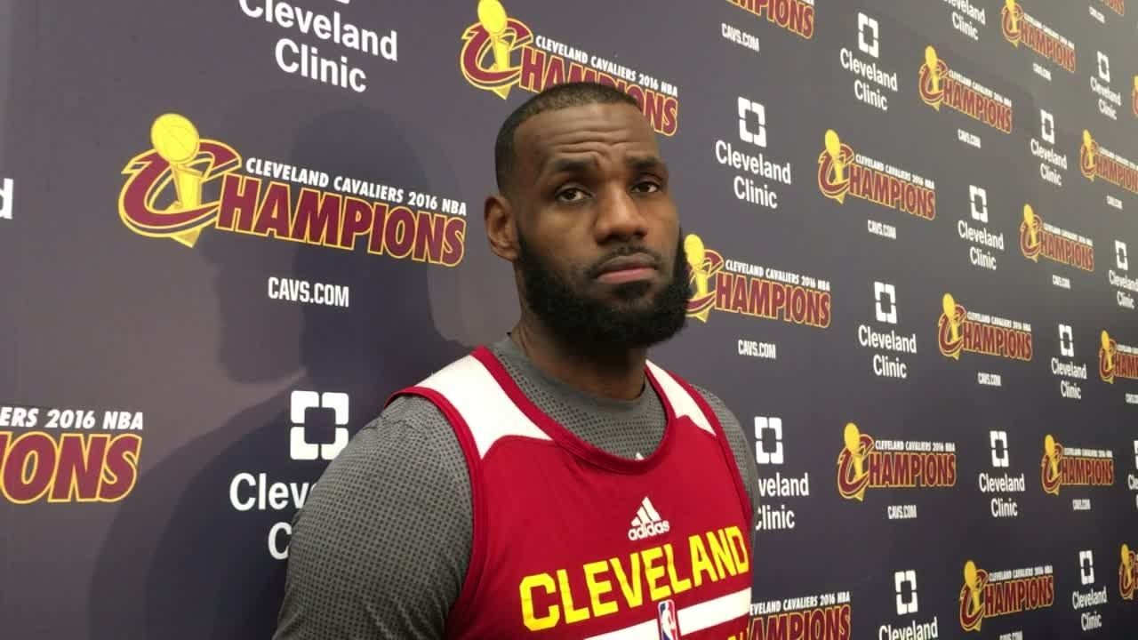 LeBron thinks two-minute report discredits refs