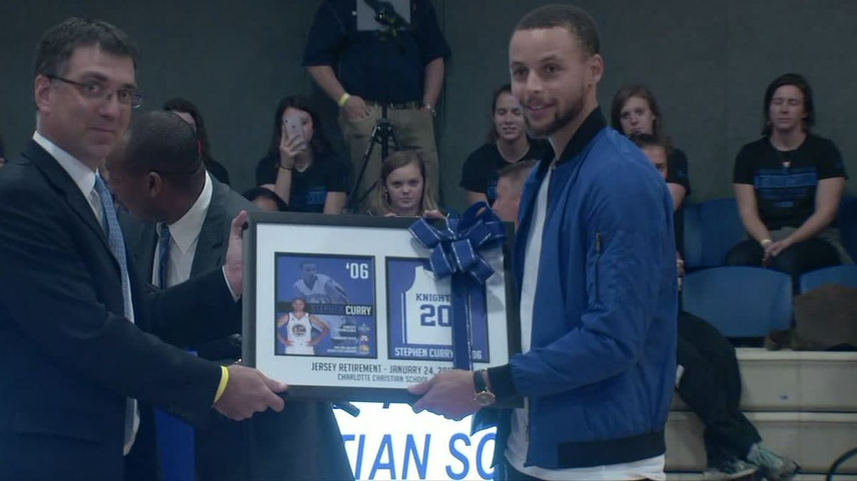 Curry gets his high school jersey retired