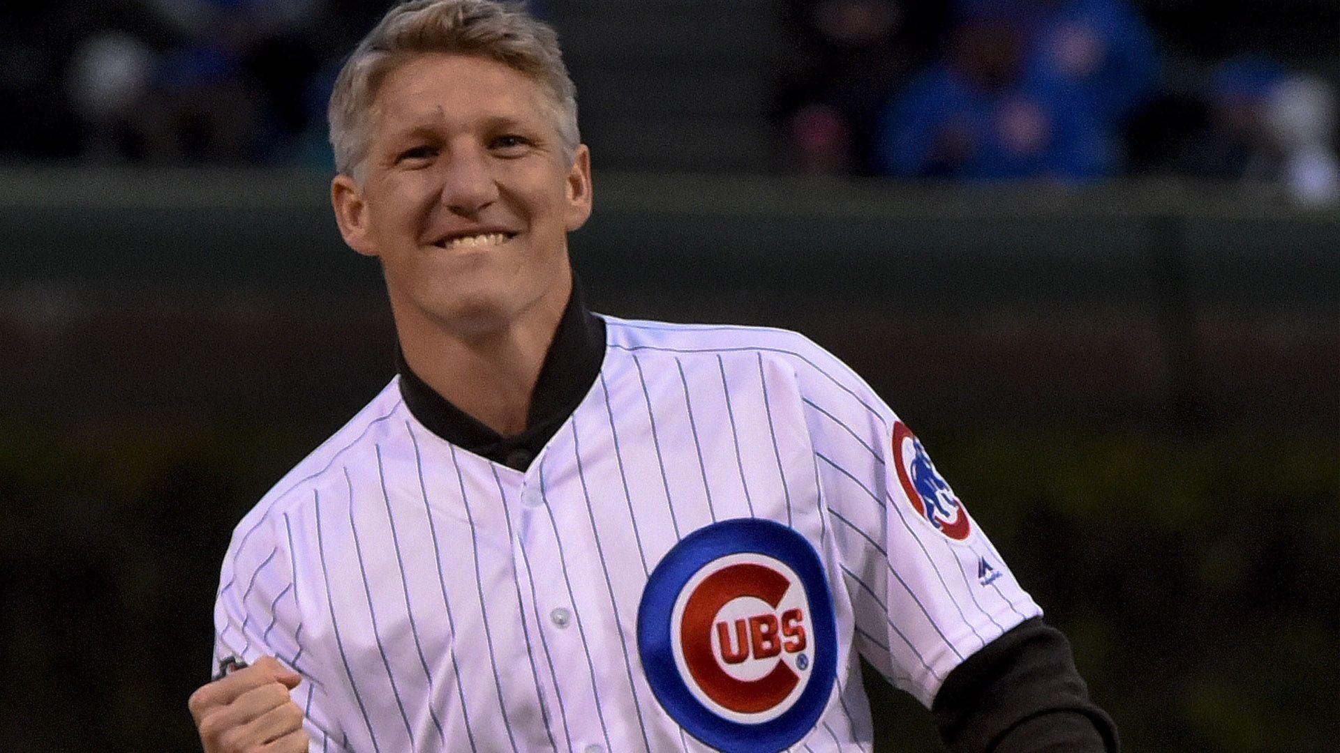 Schweinsteiger throws out Cubs first pitch - Via MLS