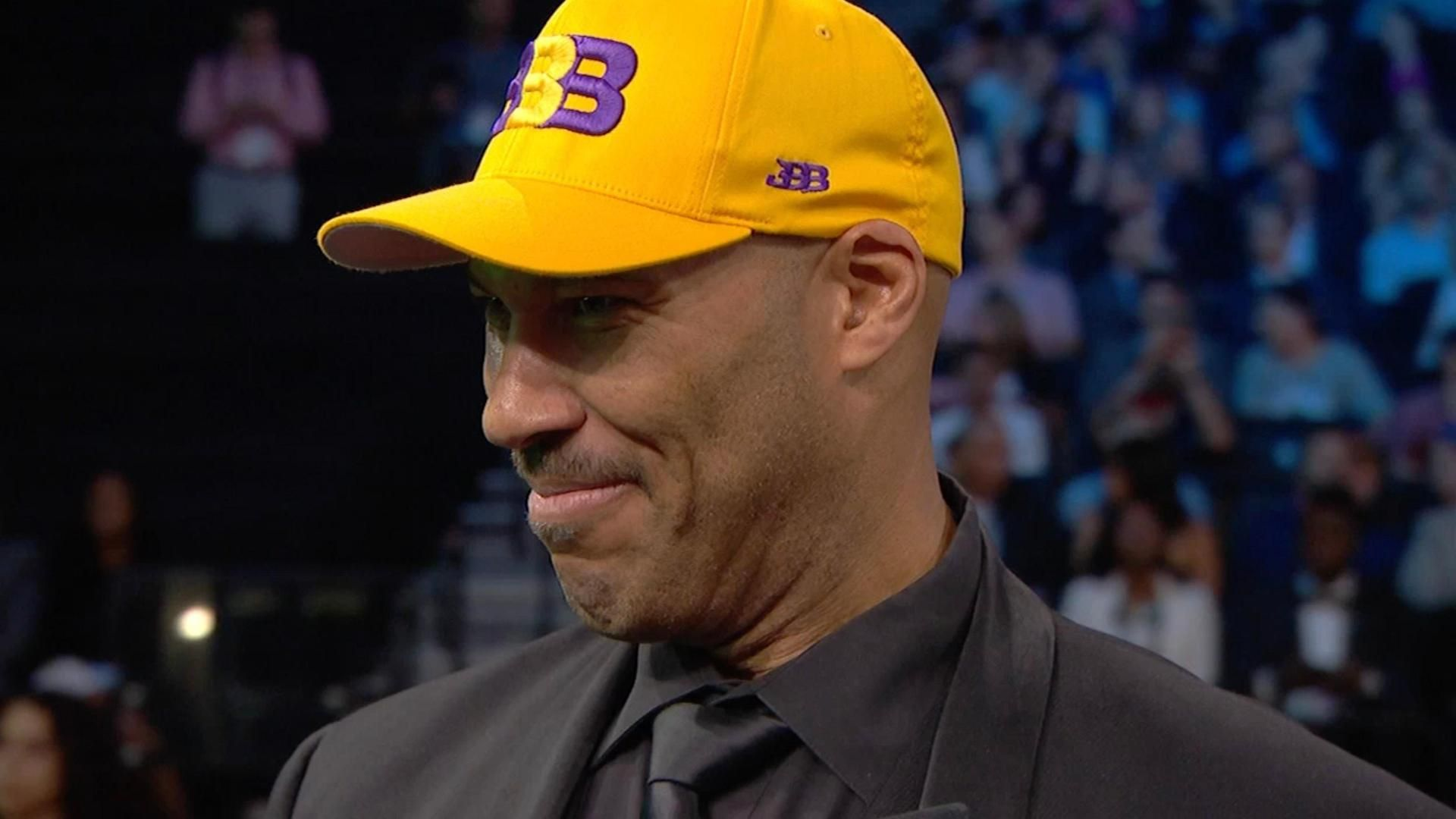 https://secure.espncdn.com/combiner/i?img=/media/motion/2017/0623/dm_170622_lavar_ball_comments_nba_draft188/dm_170622_lavar_ball_comments_nba_draft188.jpg