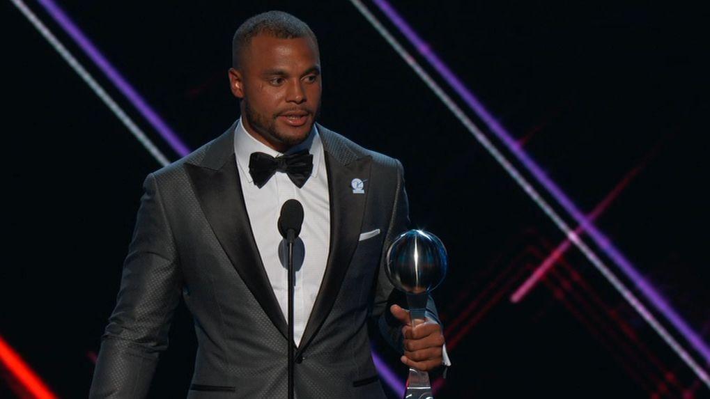 Prescott thanks teammates, family for winning award