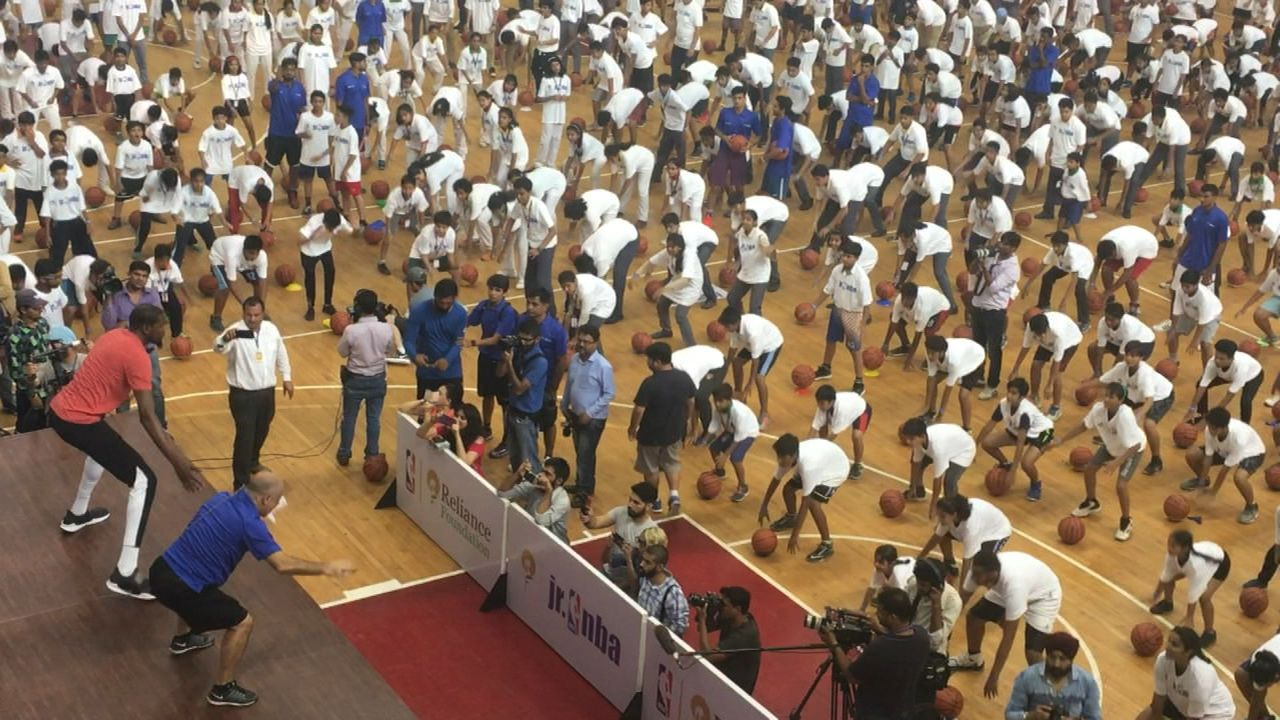https://secure.espncdn.com/combiner/i?img=/media/motion/2017/0728/dm_170728_Kevin_Durant_leads_drills_in_India/dm_170728_Kevin_Durant_leads_drills_in_India.jpg