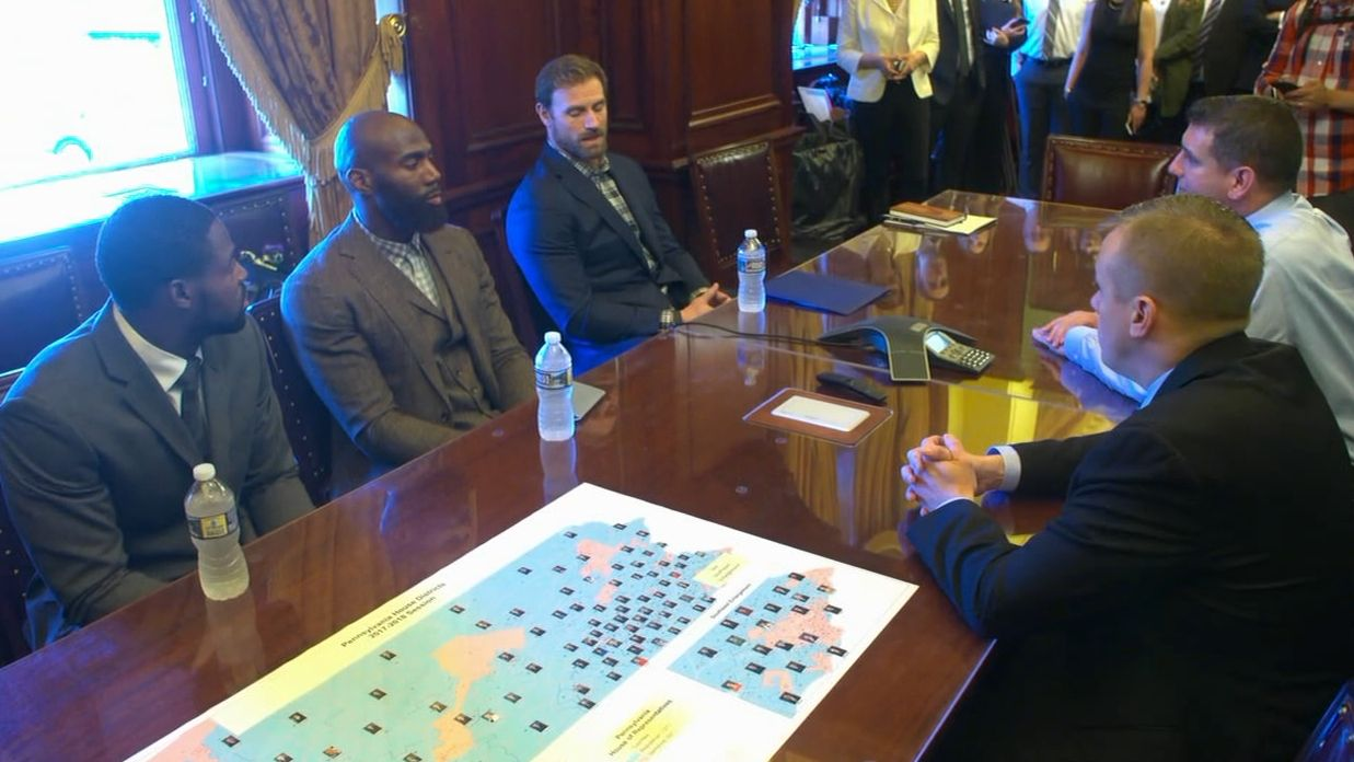 https://secure.espncdn.com/combiner/i?img=/media/motion/2017/1024/dm_171024_NFL_eagles_players_at_penn_capitol/dm_171024_NFL_eagles_players_at_penn_capitol.jpg