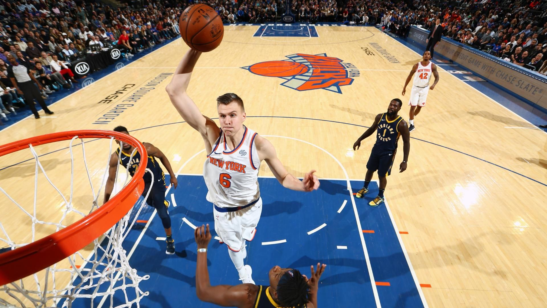 Porzingis' monster game leads to Knicks' comeback W