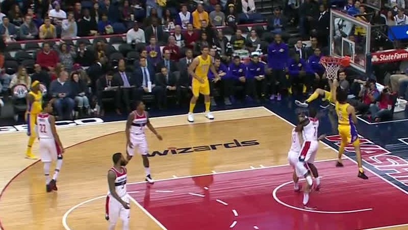 Lonzo scores with ease