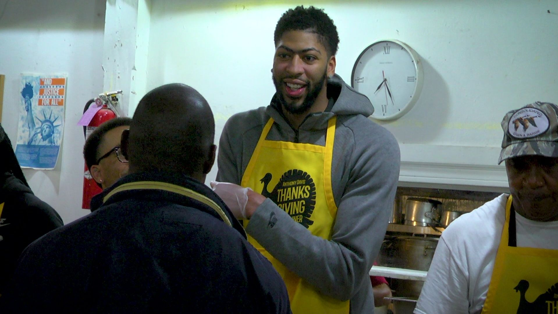 NBA stars giving back to community on Thanksgiving
