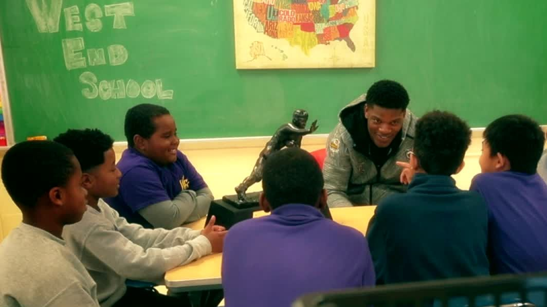 Lamar Jackson takes his Heisman on a field trip