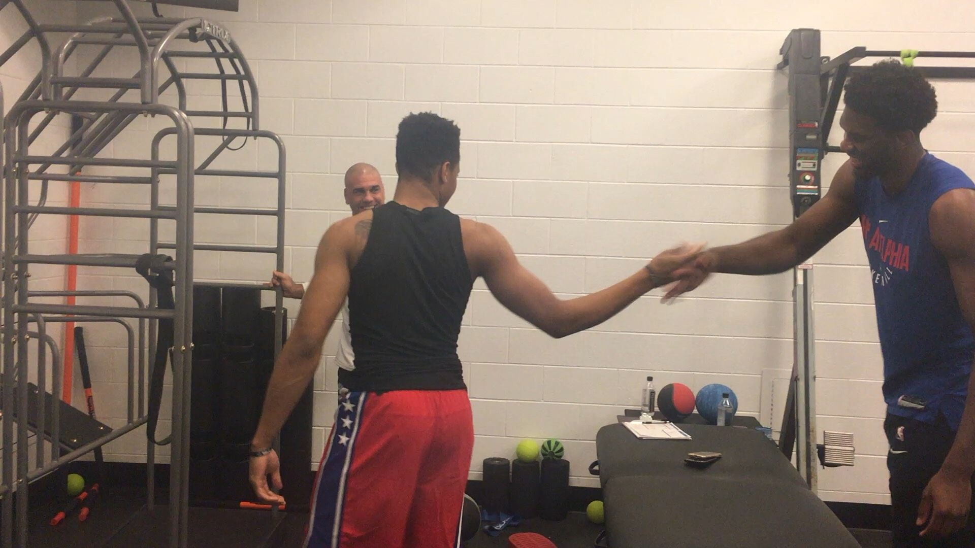 Fultz and Embiid catch up in weight room