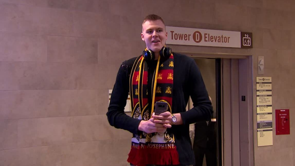 https://secure.espncdn.com/combiner/i?img=/media/motion/2017/1221/dm_171221_nba_porzingis_arrival/dm_171221_nba_porzingis_arrival.jpg