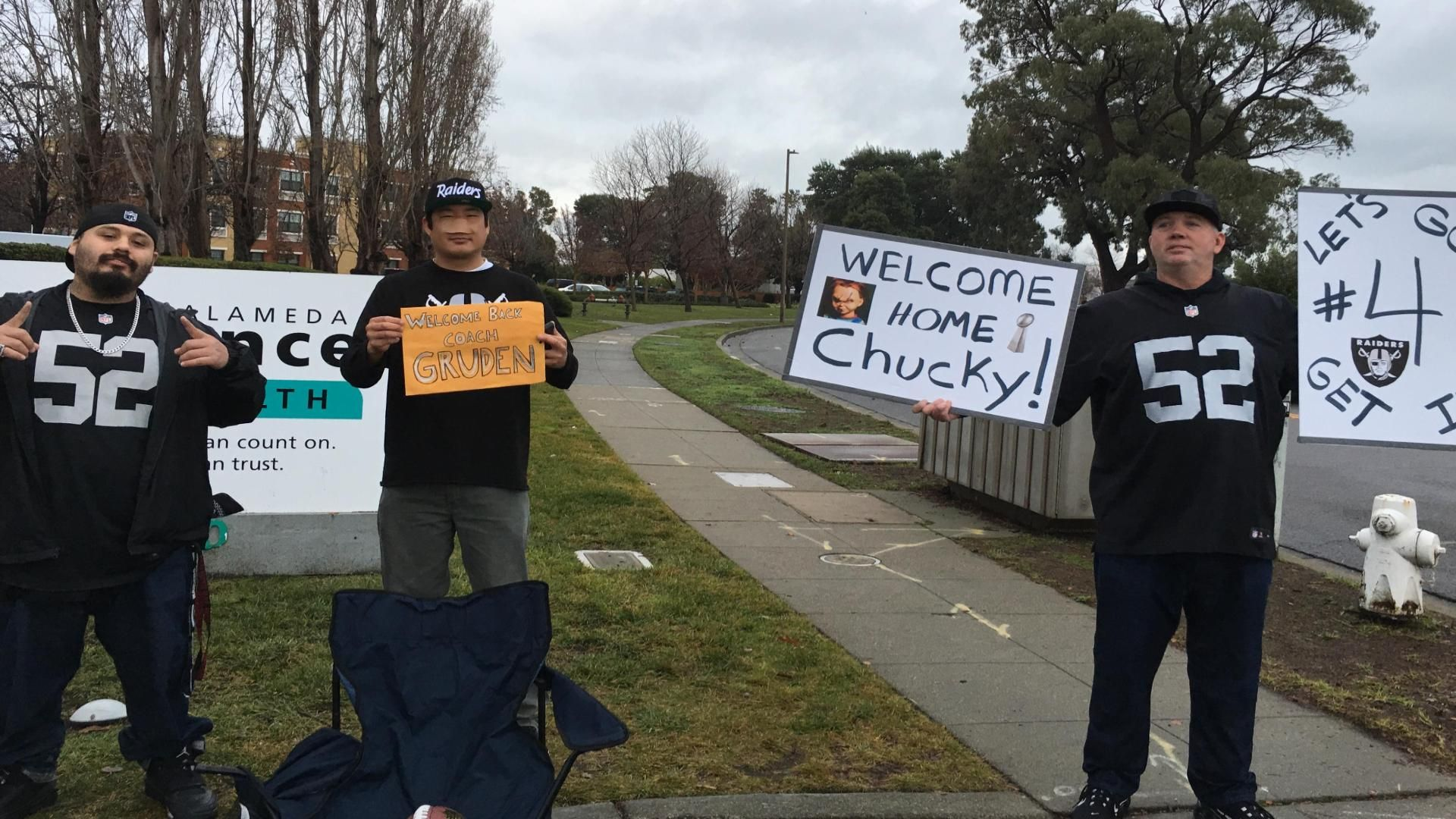 Excited fans greet coach Gruden upon return to Oakland