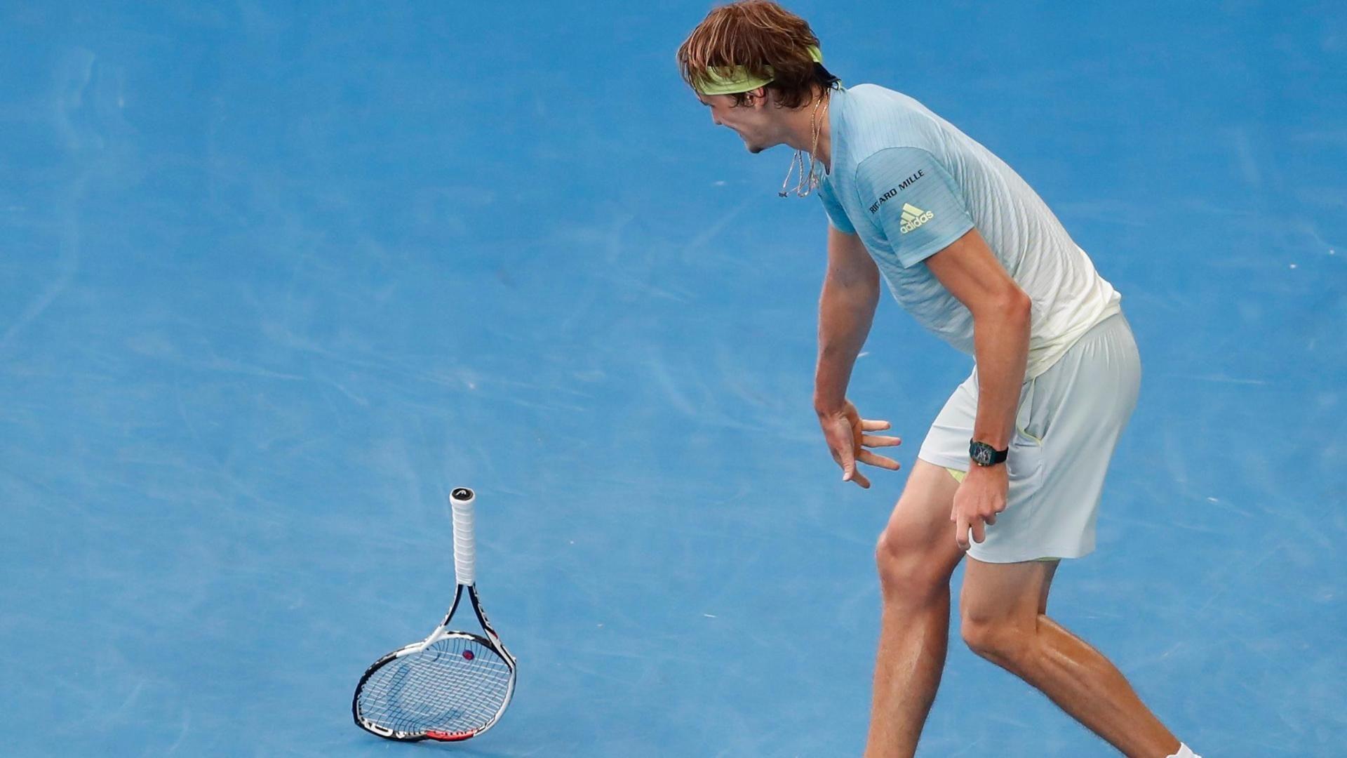 Zverev breaks racket after losing break point