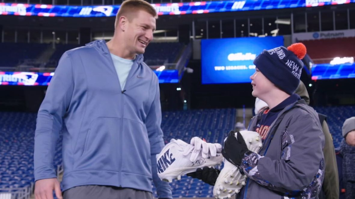 How Gronk's jersey helped inspire a young fan's recovery