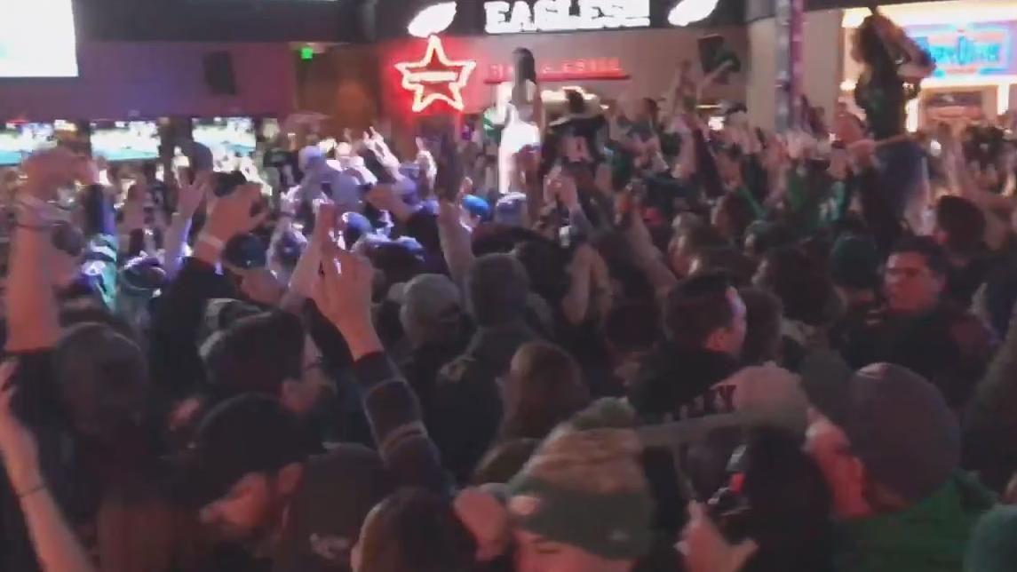 Eagles fans celebrate Jeffery's touchdown
