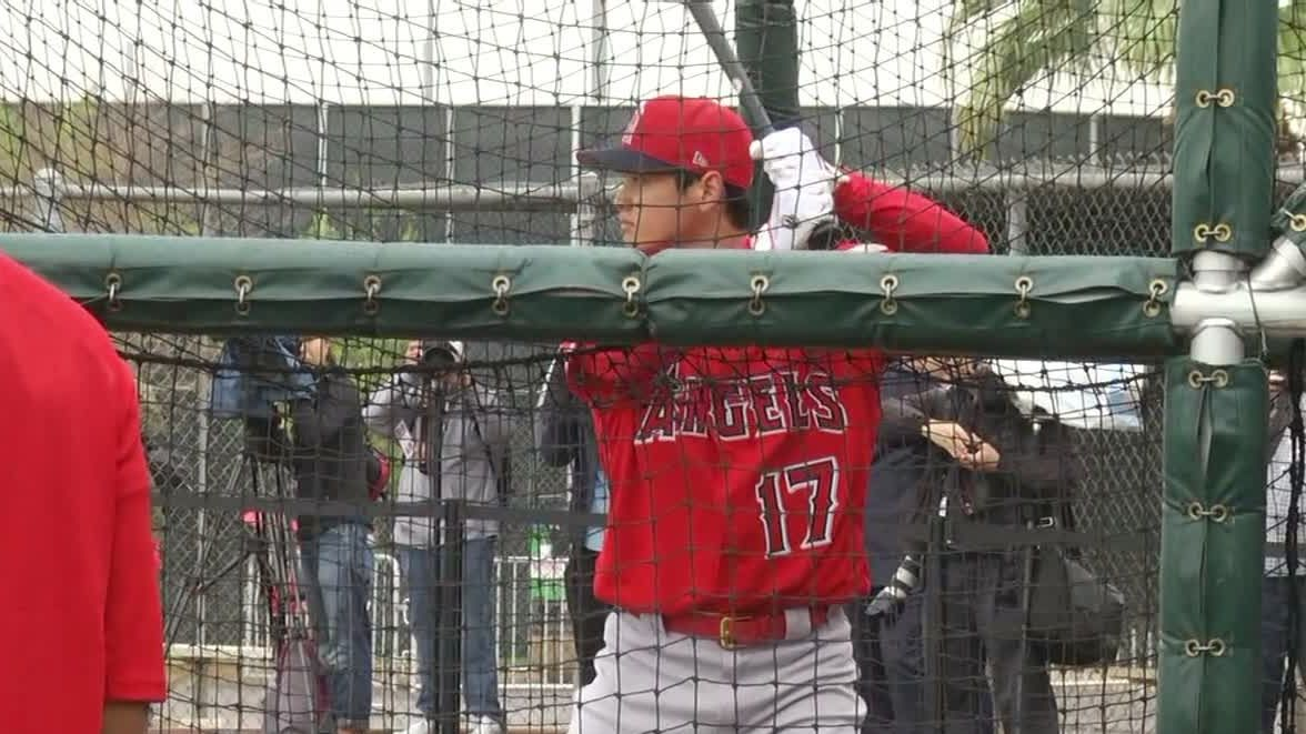 Ohtani gives reporters a glimpse of his power