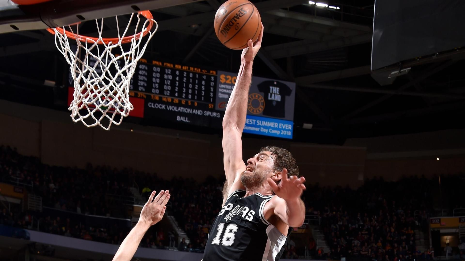 Gasol turns back the clock with emphatic slam