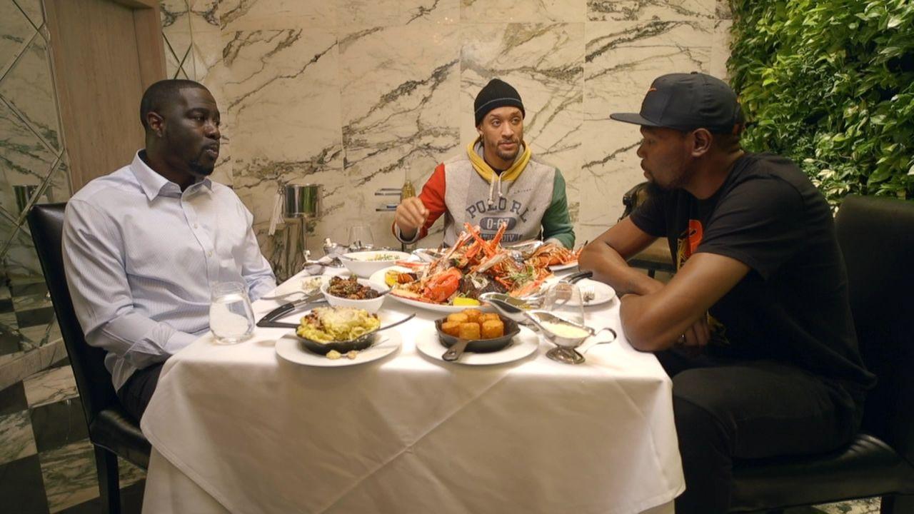 Durant: Publicizing salaries making athletes, parents 'crazy'