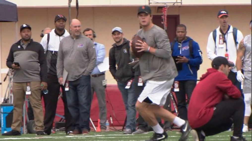Darnold shows off arm at pro day