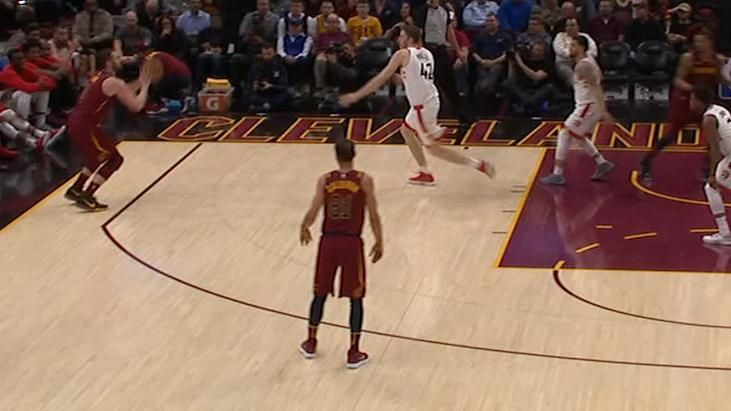 LeBron lasers pass to Love for 3-pointer