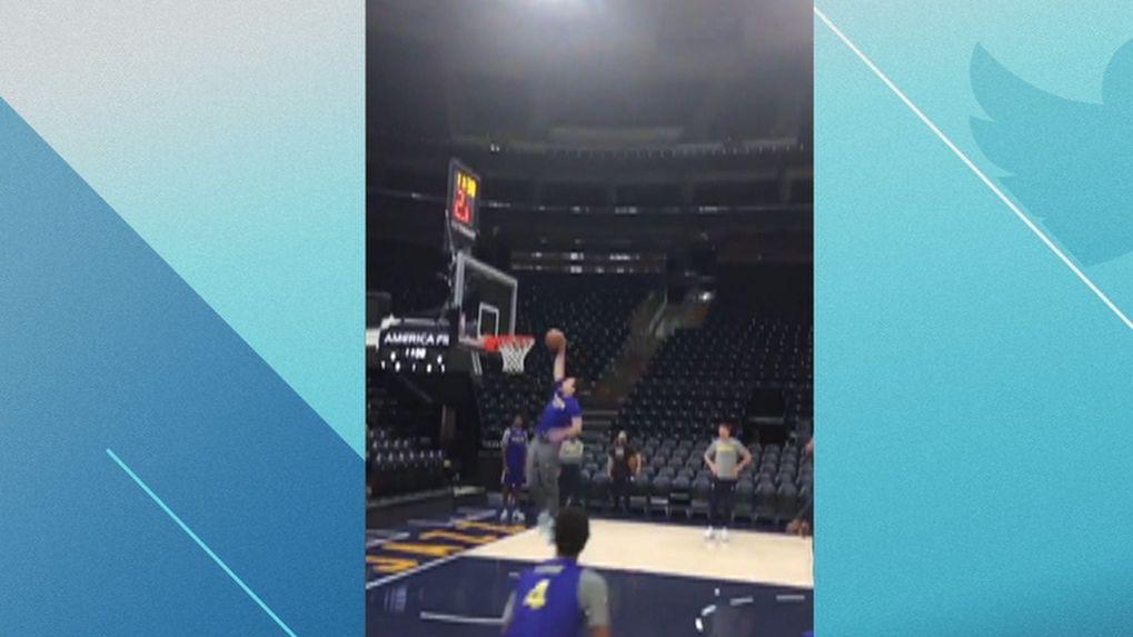 Warriors coach throws it down.
