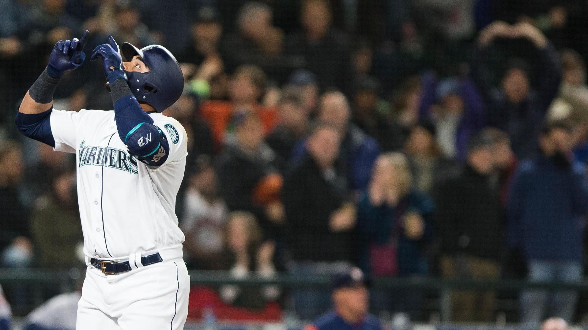 Mariners outlast the Astros 2-1