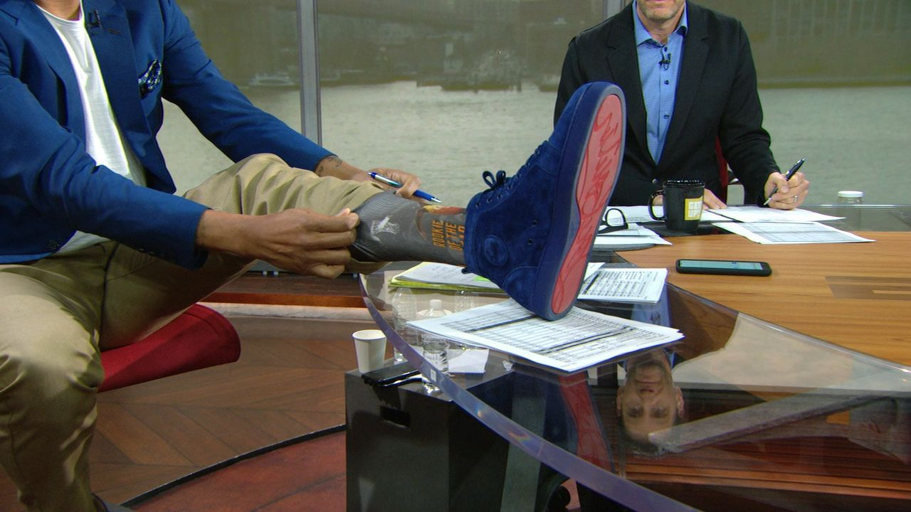 Jalen apologizes to Mitchell with ROY socks
