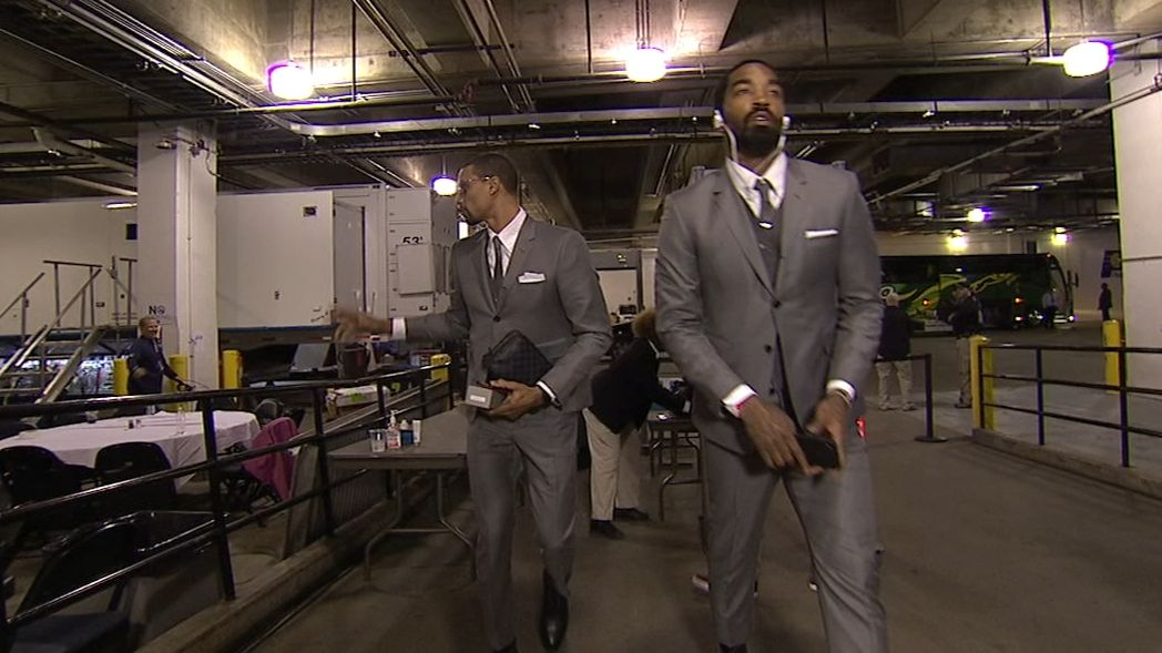 Cavs arrive to Game 3 in grey suits