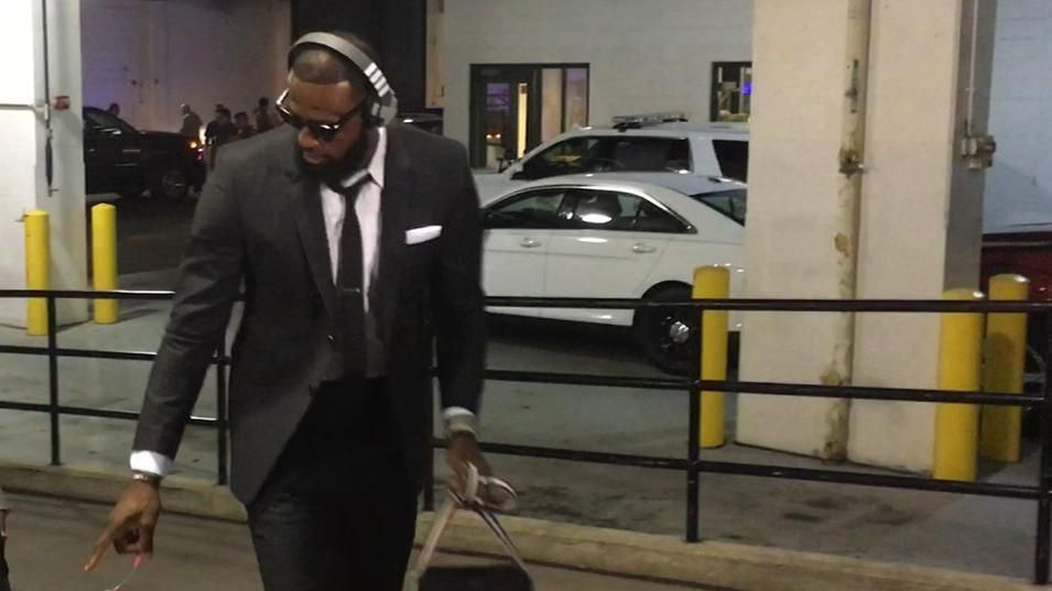 Cavs arrive in style yet again