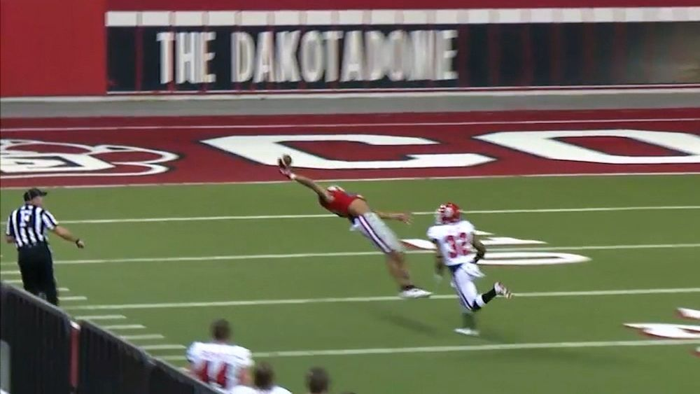 Wide receiver's Beckham-like catch tops neighborhood plays