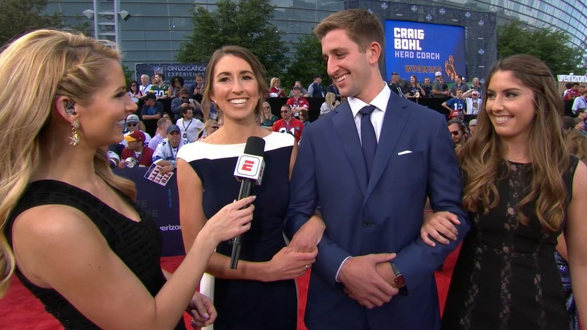 Rosen walks red carpet with his sisters