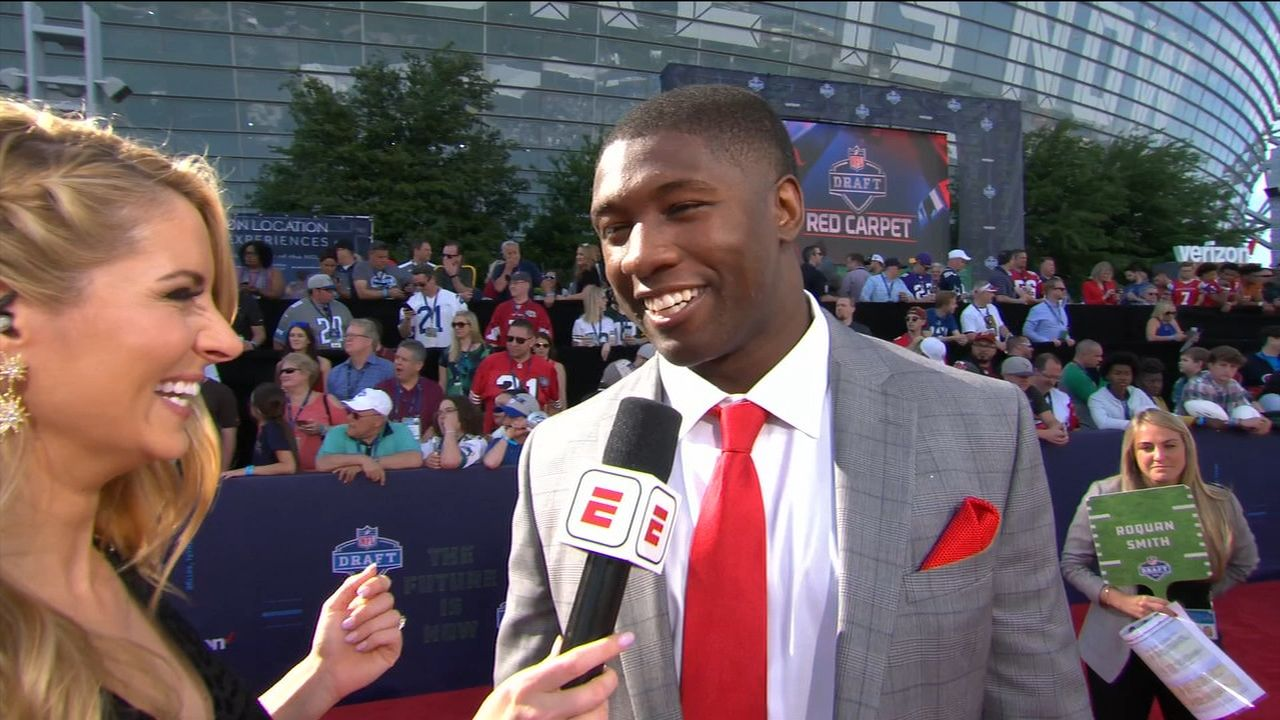 Roquan repping red tie for DawgNation