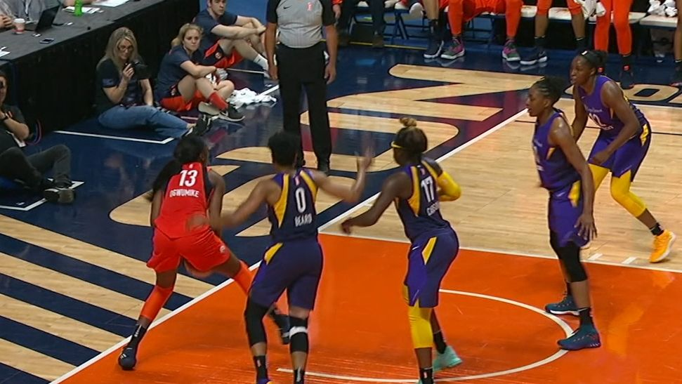 Ogwumike sisters trade buckets