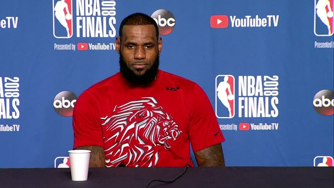 LeBron 'not surprised' by President Trump uninviting Eagles