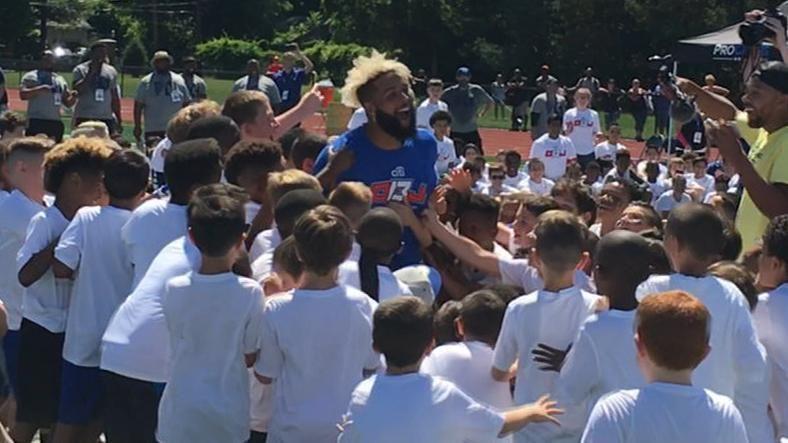 Beckham Jr. swarmed by kids after vintage catch