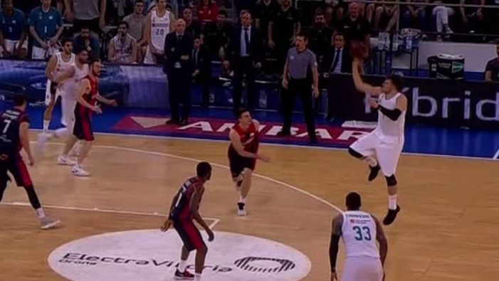 Doncic drills acrobatic 3-pointer to clinch win
